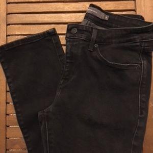Women's Mid-Rise Skinny • Levi's • Black • Size 6